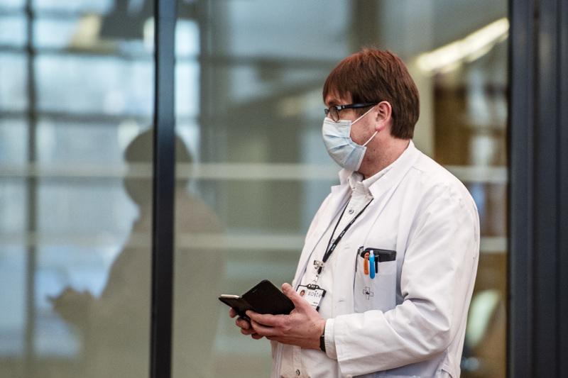 Soiten infektioylilääkäri Marko Rahkonen toivoo ihmisten tulevan testaukseen edelleen herkästi, jotta uutta tartuntaryöpsähdystä ei syntyisi.
