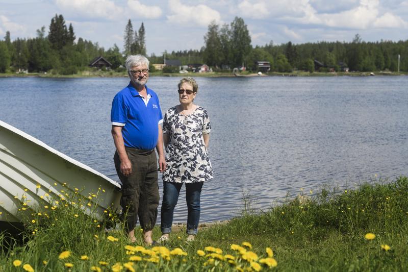 Jukka Boren ja Eeva-Kaija Harju maksavat 230 euron vuokran sekä Rytikarin että Krunnin laituripaikoista.