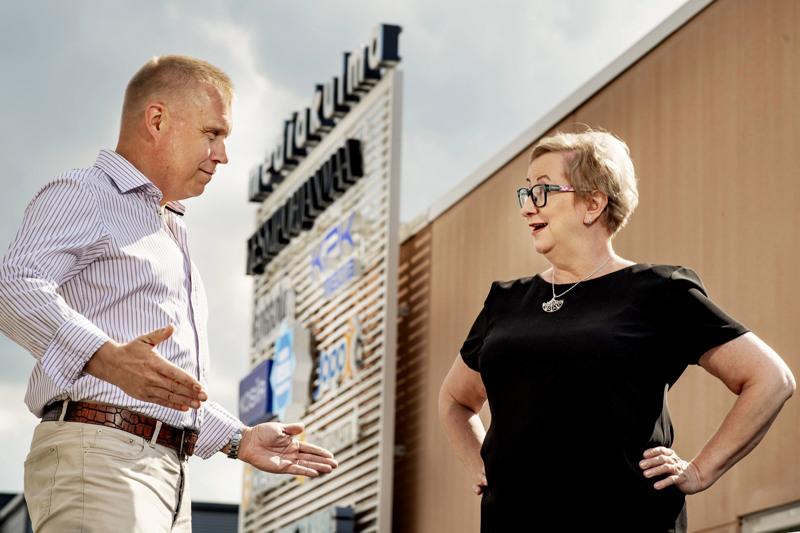 Toimittaja Kristian Sundqvist ja KPK Yhtiöiden sisältöjohtaja ja Keskipohjanmaan päätoimittaja Tiina Ojutkangas. Vaali-illan striimi lähetetään Mediakulmasta 13.6.2021 klo 19.30 alkaen.