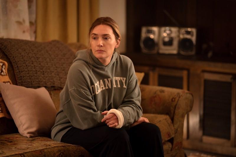 Tyyntä voimaa. Mestarinäyttelijä Kate Winslet esittää teinitytön murhaa tutkivaa poliisia Pennsylvanian pikkukaupungissa.