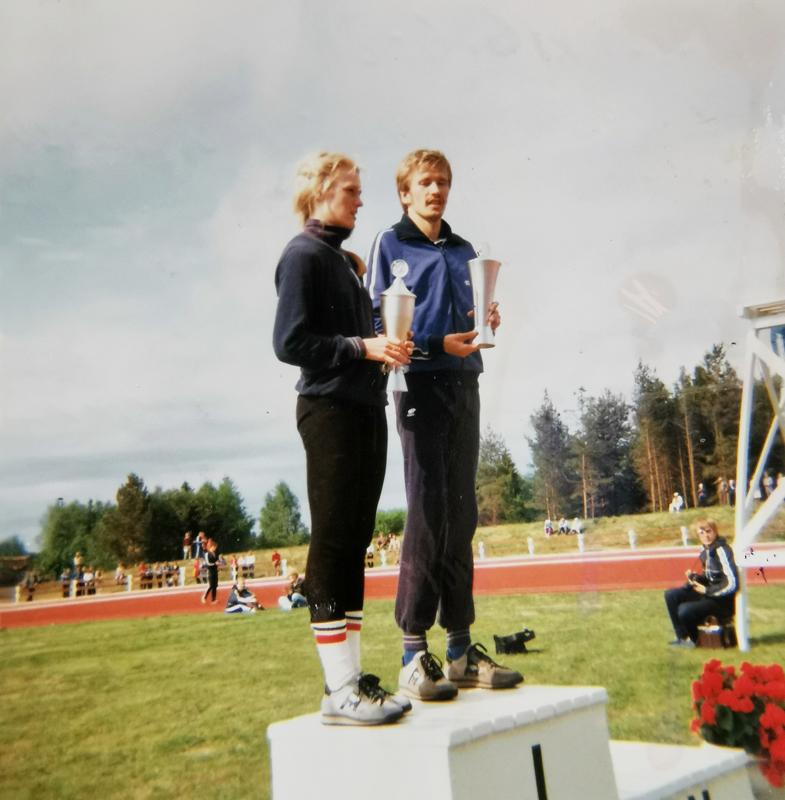 Kalajoen urheilukentän 6. kesäkuuta 1981 vihkiäiskisoissa parhaina urheilijoina palkittiin Oulun Pyrinnön 800 metrin juoksija Irene Lusikka ja 5 000 metrin voittaja Kauhajoen Karhujen Kaarlo Maaninka, Moskovan 1980 Olympialaisten pronssimitalimies.