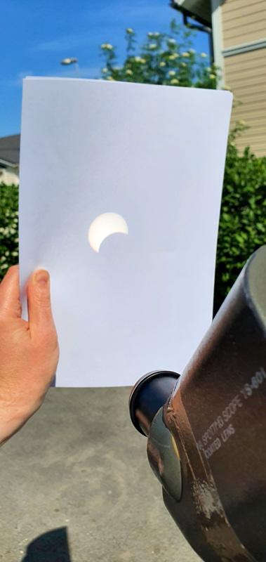 Kaukoputken läpi heijastettu auringonpimennys 10.6.2021 Kokkolan Rytimäellä.