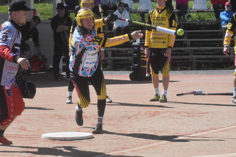 Uran jokeri Tuomo Rautio löi kolme juoksua, joista ensimmäinen syntyi tällä näpyllä.