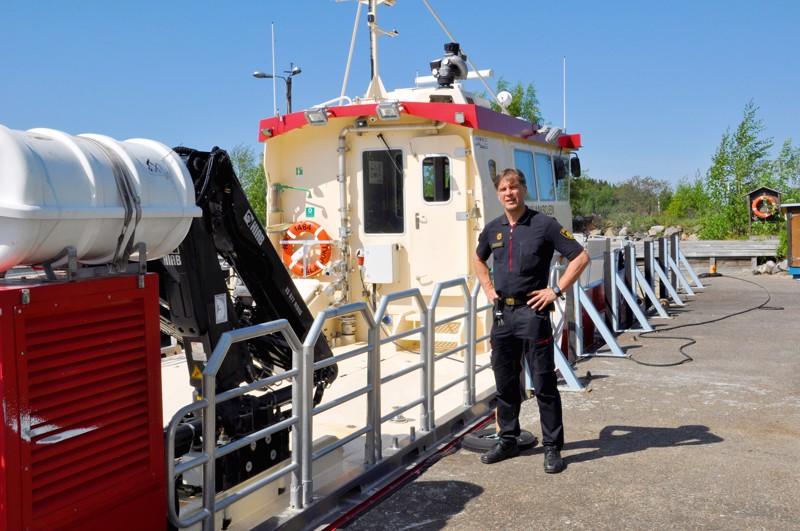 Palopäällikkö, kalajokinen Kauko Himanka on yksi Kalajoen F-luokan öljyntorjunta-aluksen neljästä laivurista.