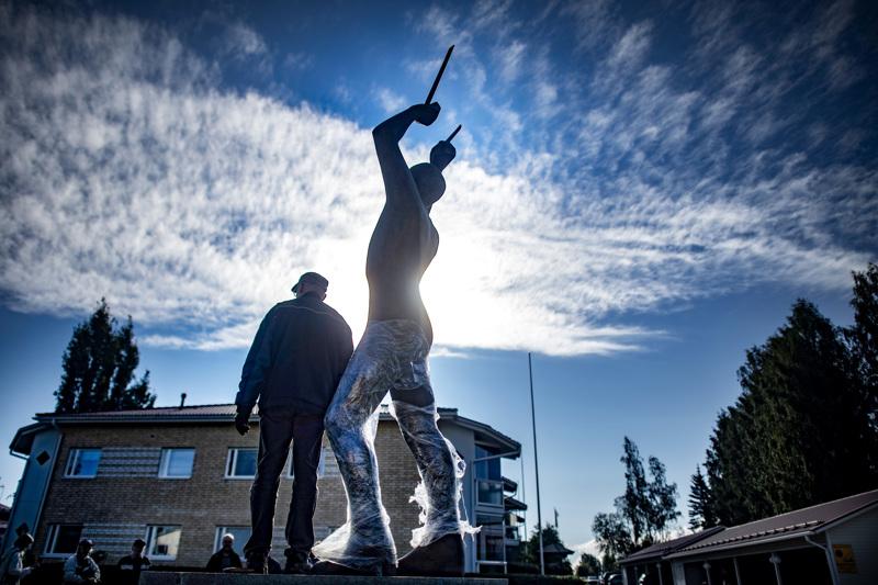 Mika Myllylän muistomerkki pystytettiin Haapajärvelle viime kesänä.