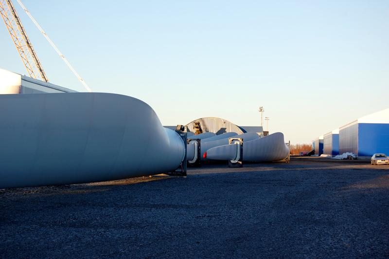 Sataman Yrityspuiston alueita on tarkoitus varata tuulivoimaliikenteen käyttöön siksi aikaa, kunnes aluelle saadaan teollista toimintaa. Tuulivoimaliikenne on kiihtymässä sataman kautta-