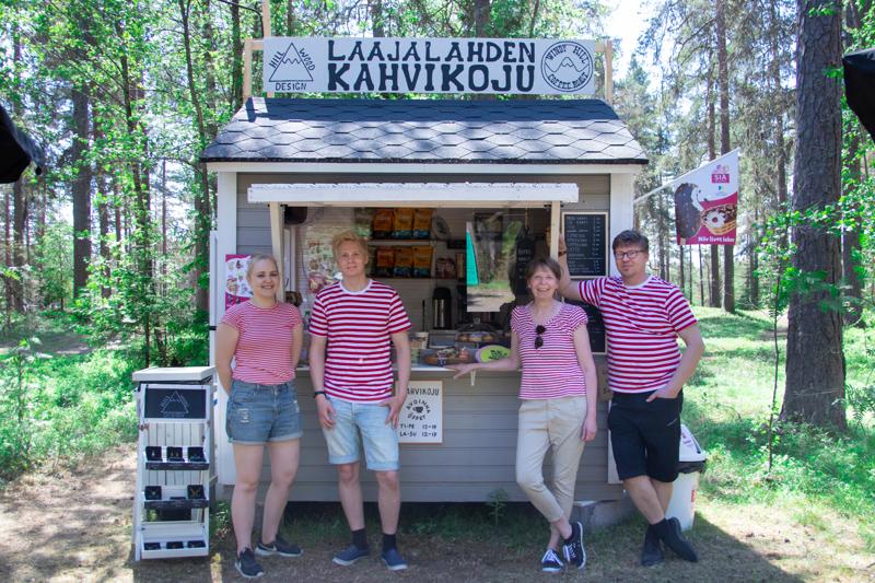 Laajalahden Kahvikoju avasi myyntitiskinsä muutama viikko sitten. Laajalahden Kahvikojun yrittäjinä toimivat Freya ja Touko Salo sekä Minna ja Jouni Salo.