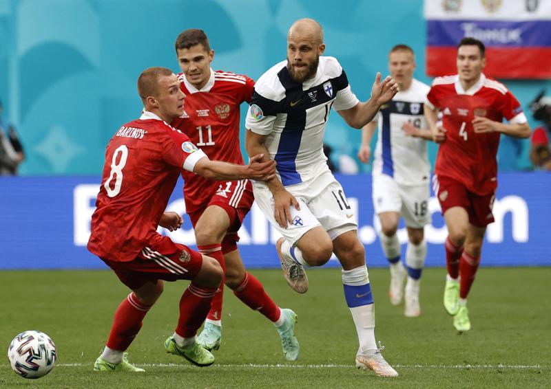 Teemu Pukki paiskoi Väjänää vastaan  töitä, mutta häntä tai Suomen joukkuetta ylipäätään ei palkittu maaleilla.