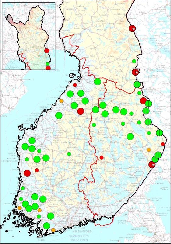 Susilaumat sekä kahden suden asuttamat reviirit maaliskuussa 2021. Isot ympyräsymbolit viittaavat laumareviireihin ja pienemmät ympyrät kahden suden asuttamiin reviireihin. Lisäksi rajareviirit on merkitty ympyrän halki kulkevalla pystyviivalla. Värit kuvaavat reviiristatuksen todennäköisyyttä seuraavasti: vihreä = selvä perhelauma tai parireviiri, oranssi=todennäköinen pari tai perhelauma, punainen=epävarma pari tai perhelauma. *) Reviirillä kuollut alfanaaras; reviirin status epäselvä.