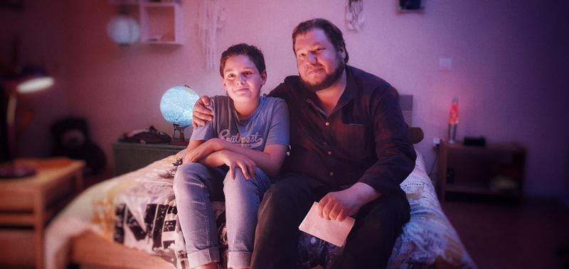 Punkkisodan dokumentaristi Joonas Berghäll Lymen tautia potevan ranskalaispoika Yoanin vierellä.