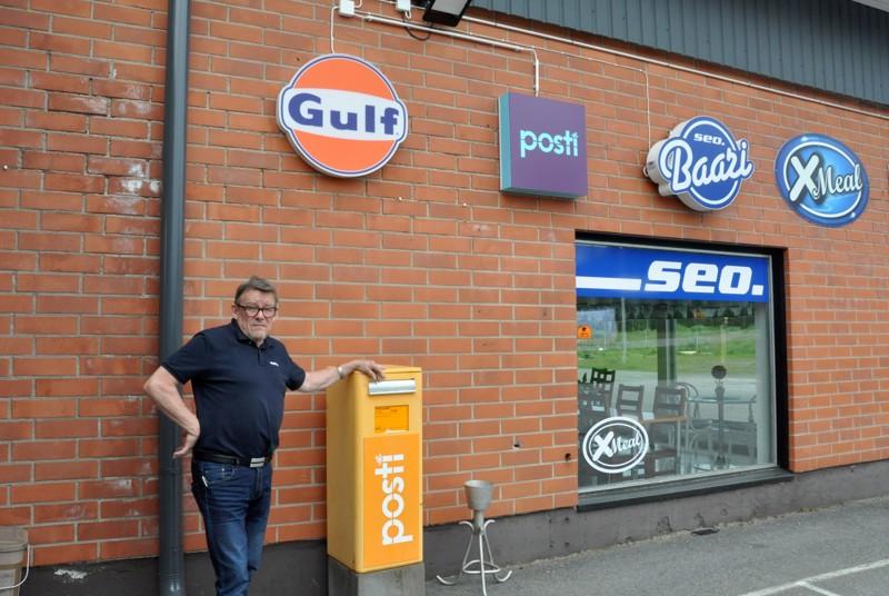 Liikekeskus Passeli pitää sisällään monia keskeisiä palveluita. Kullervo Harjupatana on pyörittänyt Passelin huoltoasemaa jo vuosikaudet.