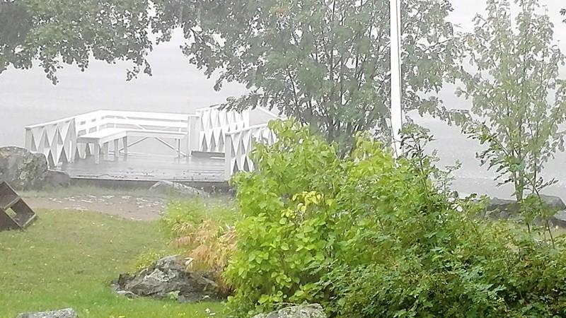 Lämpimien hellepäivien lomaan tulee aina välillä kesällä sadekuurojakin.
