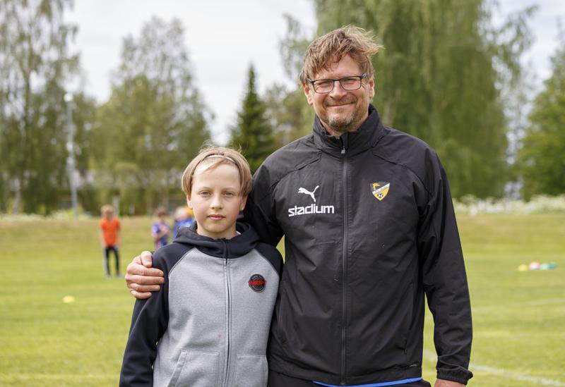 Säät suosivat K-Pallon Teholeiriä. Keskiviikkona Miko Mölsä ja Kari Laukkanen saivat poseerata tuulisessa säässä. Torstaille saatiin t-paitakeli, ja sadekaan ei kerennyt kiusata perjantaina.