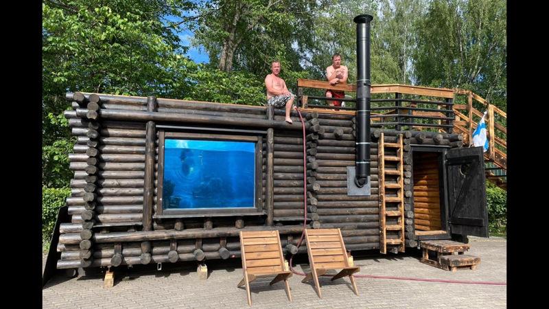 Ari ja Jari Lehtisen uusin sauna on Avantosauna, jonka katolta voi pulahtaa veteen.