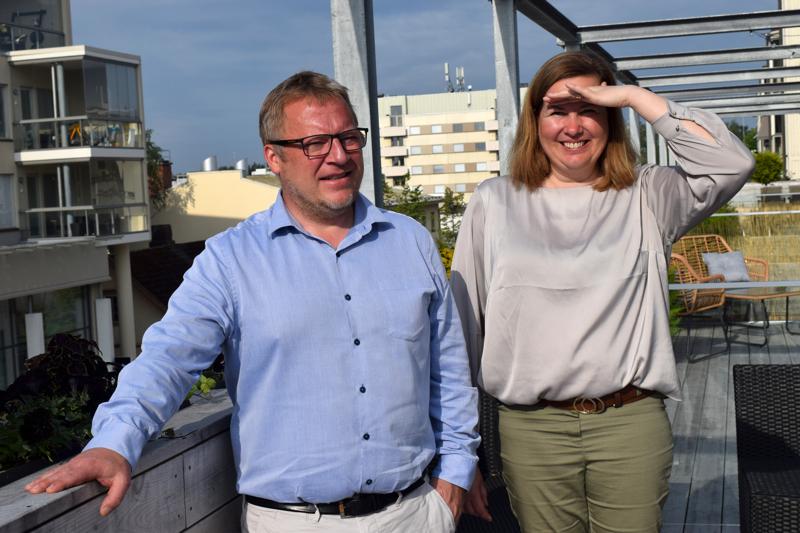 Sam Stenberg etsii ideoita Irjalan korttelin tulevaan käyttöön,  Åsa Björkman iloitsee keskustaan nousevista uusista vuokra-asunnoista.