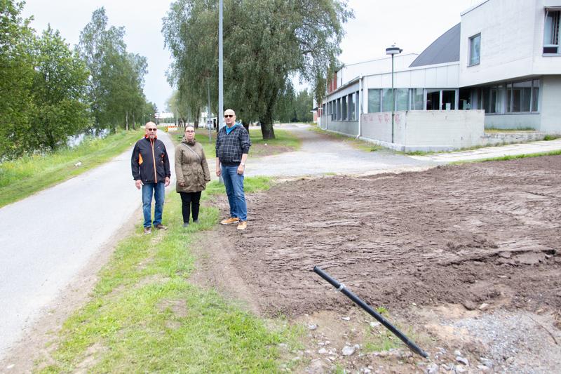 Kokkolan kalamarkkinat ry:n varapuheenjohtaja Kalevi Puumala, sihteeri Riikka Reier ja puheenjohtaja Esko Saariaho katsovat toiveikkaina ensi vuoteen, jospa perinteiset Kalamarkkinat voitaisiin järjestää vuonna 2022.