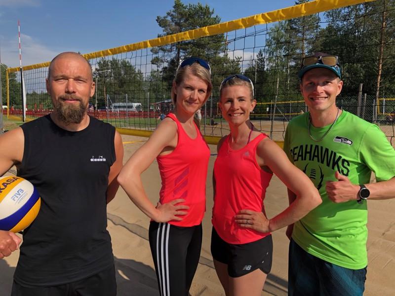 Kaikki kiinnostuneet ovat tervetulleita rantalentopalloa pelaamaan, Kokkola Beach Volleyn edustajat Aleksi Rantala, Katri Kukkonen, Mari Pohjola ja Pekka Pohjola toteavat.