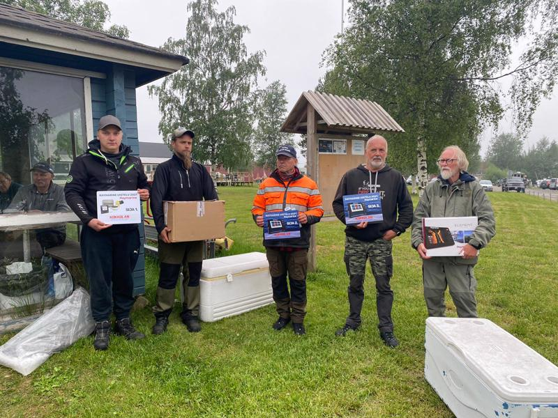 Palkintojensaajat vasemmalta:  Voittajat Rami Kautto ja Jouni Oinonen, keskellä kakkonen Ari Hahtala, sitten kolmoset Kalle Anias ja Heikki Leppänen.
