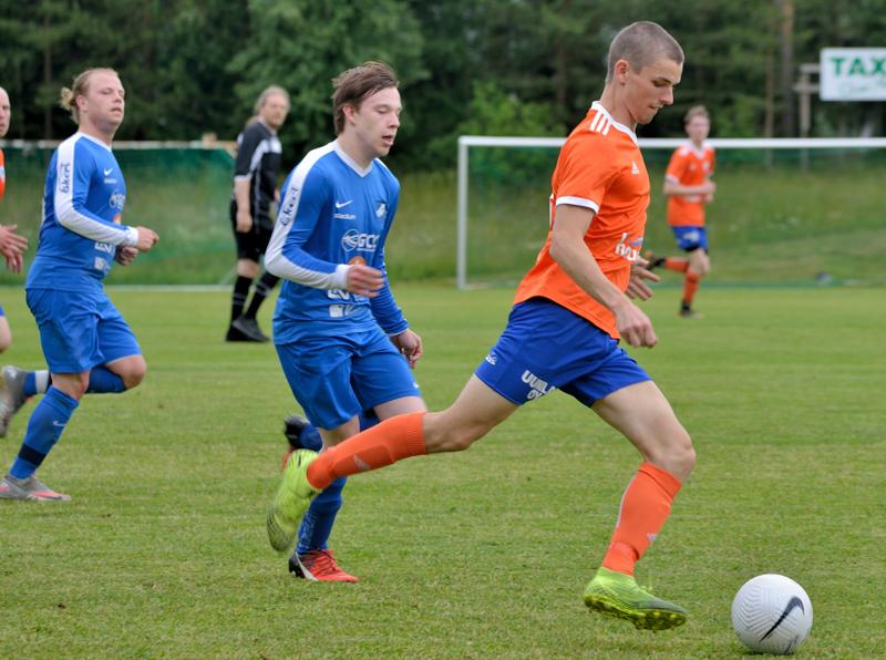 Ville Mustonen taituroi kaksi maalia.
