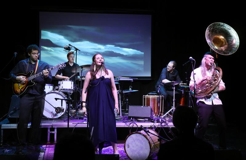 Anna Dantchevin uusi yhtye ammentaa edelleen bulgarialaisesta musiikkiperinteestä mutta se on vain yksi elementeistä.
