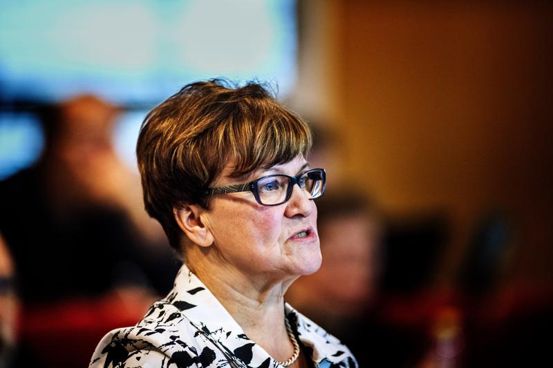 Keskustan kunnallisjärjestön puheenjohtaja Riitta Rahkola veti Kokkolassa kunnallisvaalien jälkeiset neuvottelut puolueiden paikkajaosta. Hän itse jäi vaaleissa varasijalle.
