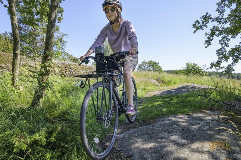 Alexandra Karlsson teki täyskäännöksen suhtautumisessaan pyöräilyyn. Kouluvuosien inho vaihtui pyöräilyn vapauteen ympäri vuoden. Kesään kuuluu jopa usean päivän lomareissu polkien.