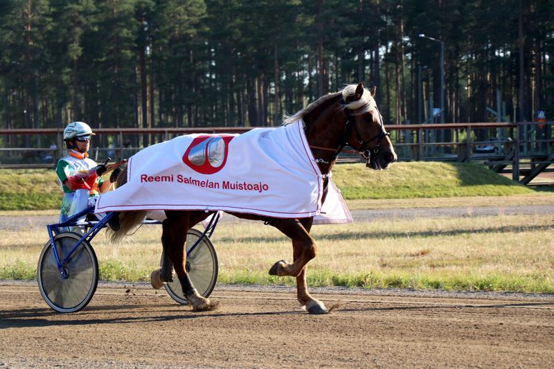 Illan päälähtö oli Reemi Salmelan muistoajo, jossa Ville Pohjolan ajokkina oli Niemen Eemil.