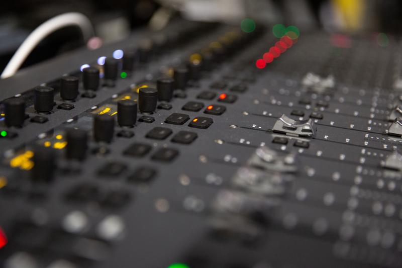Ambient Audio on perustettu vuonna 2009, ja se tarjoaa kattavasti Suomen laajuisesti studio- ja liveäänityksiä sekä miksaus- ja valaisupalveluita.
