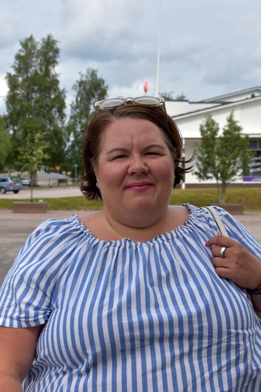 Emmi Lukkarila, Turku - Kylmällä suihkulla. Nukkuessa erityisesti pellavalakanat ovat viileät ja mukavat.