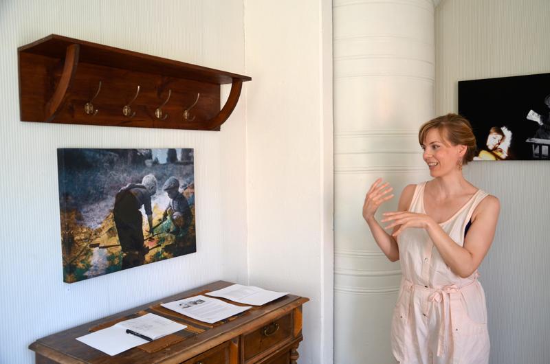 Päivi Kallion näyttelyssä Kannuksen Mäkiraonmäellä yhdistyvät hänen äidinisänsä Veikko Lamun valokuvat Kallion omiin.