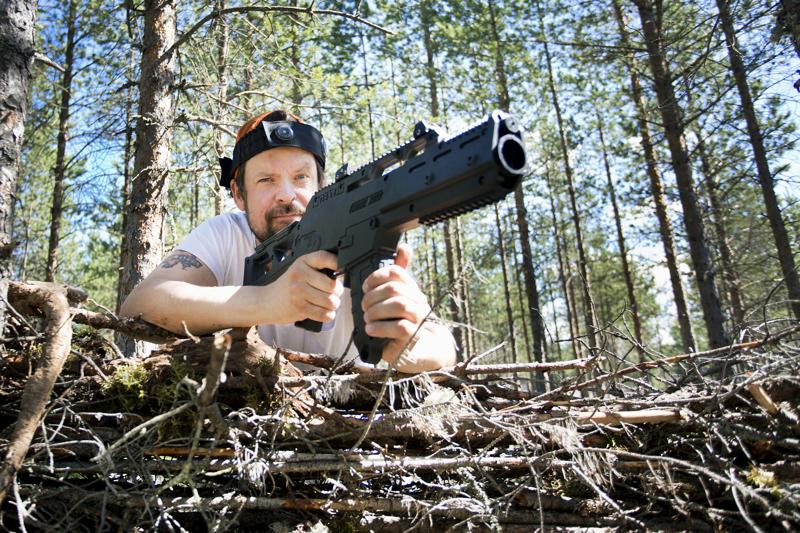Sami Kallvikbacka tuo lasersodan Kalajoelle. Hänellä on paikkakunnalle myös muita suunnitelmia.