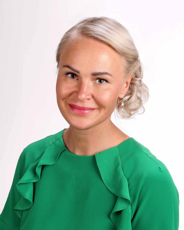Anna-Stiina Ahomäki siirtyy yrittäjäksi.