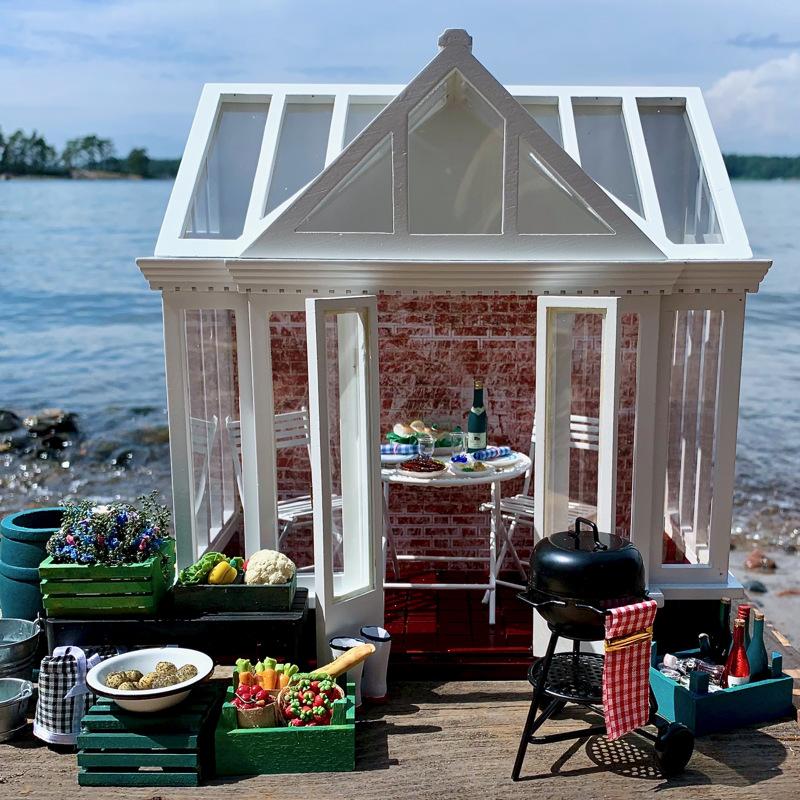 Satu Ehrnroothin talo rannalla täyttää vaativankin kesän viettäjän toivomukset. Rakentaminen onnistuu ihan rantaviivalle aivan tietystä syystä.