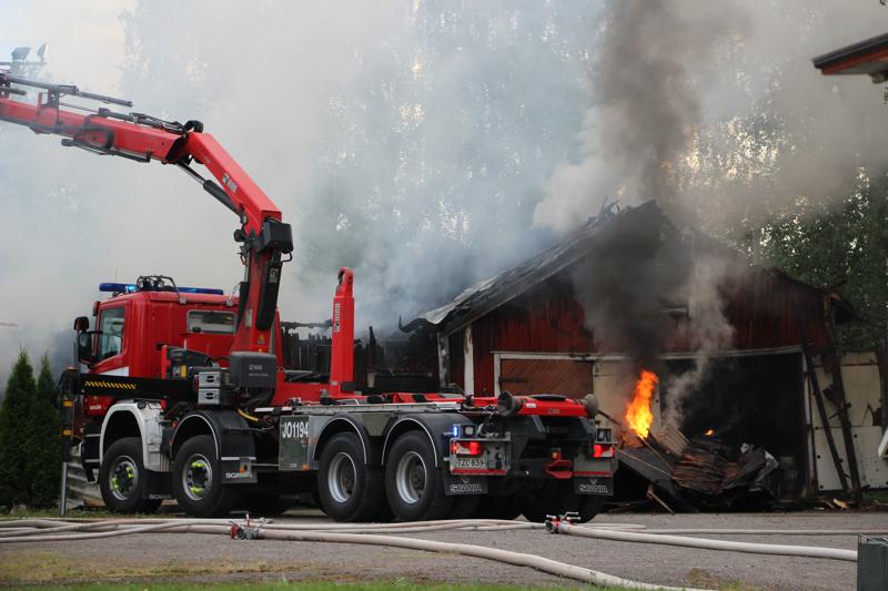 Piharakennus paloi Haapajärvellä viikonloppuna.