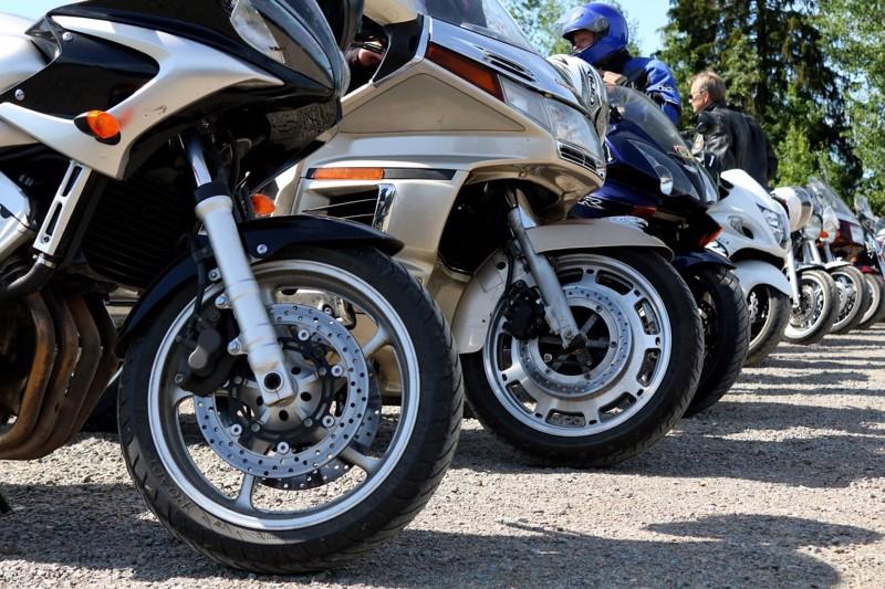 Moottoripyöräletka koukkaa Haapaveden keskustan kautta, ennen kuin suuntaavat lauantaina naapurikuntaan kiertoajelulle.