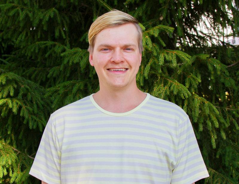 Juho Uusitalo osallistui nuorten lausujien kilpailuun Kajaanin Runoviikoilla sunnuntaina. Voittoa ei tullut, mutta Juho on esitykseensä oikein tyytyväinen ja kaavailee tuovansa sen vielä myös Kirnun näyttämölle.