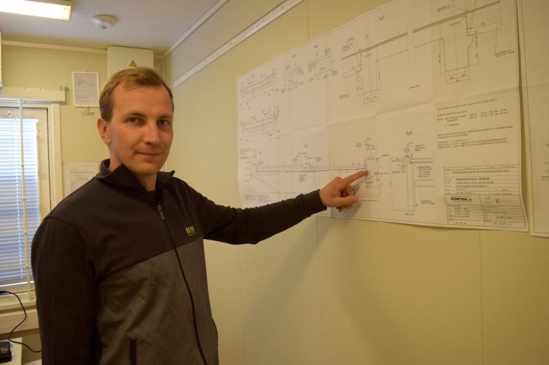 Työnjohtaja Herman Kenkkilän mukaan Infrarakenne on tällä hetkellä vähän edellä silatyömaan aikataulusta.