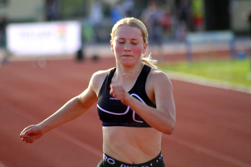 Muutaman vuoden takainen pika-aitojen SM-hopeamitalisti Oona Kiljala on pääsemässä kovaan vauhtiin.