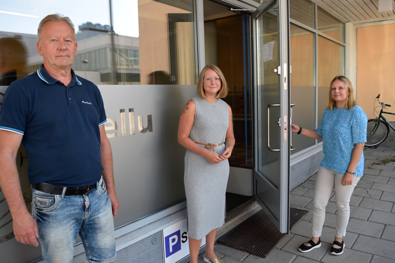 Timo Mäenpää, Sara Grönhage-Kronqvist ja Jannike Jåfs odottelevat innolla Sellun muuttoa keskustaan.