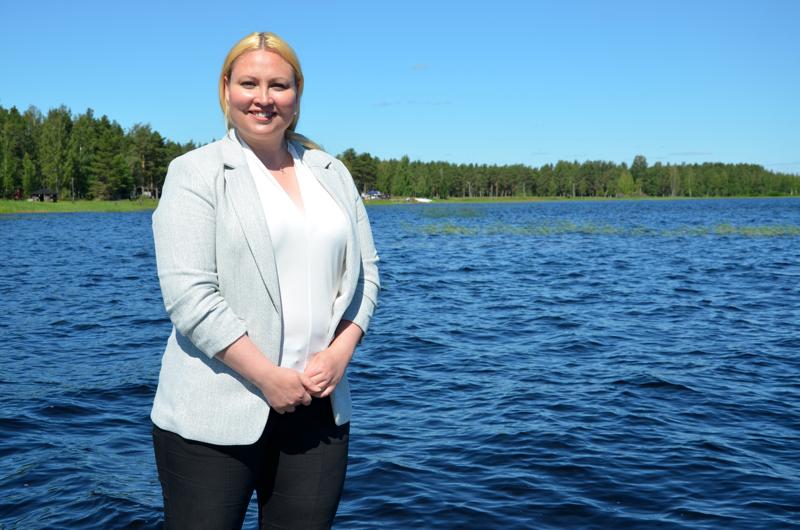 Luonto viehättää. Lestijärven tuore kunnanjohtaja Anne Kurkela nauttii Lestijärven luonnonläheisyydestä.