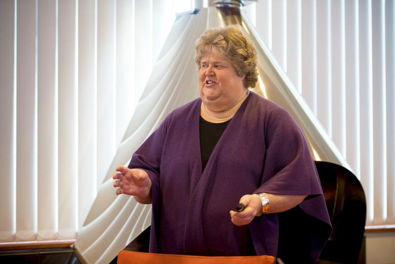 Eija-Riitta Niinikoski noussee kaupunginhallituksessa jäsenestä puheenjohtajaksi.