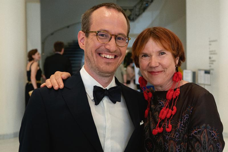 Ohjaaja Juho Kuosmanen ja kirjailija Rosa Liksom punaisella matolla viime lauantaina.