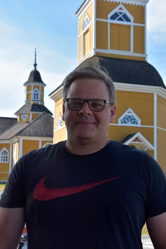Timo–Pekka Koivuniemi, Akaa - Mansikkakakku. Kahvin kanssa herkutellaan.