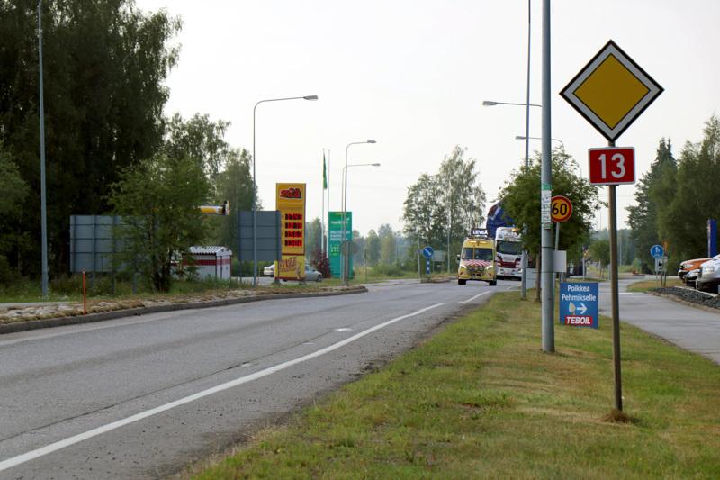 Kuljetus saapui Kaustisen keskustan kohdalle noin klo 19.30.