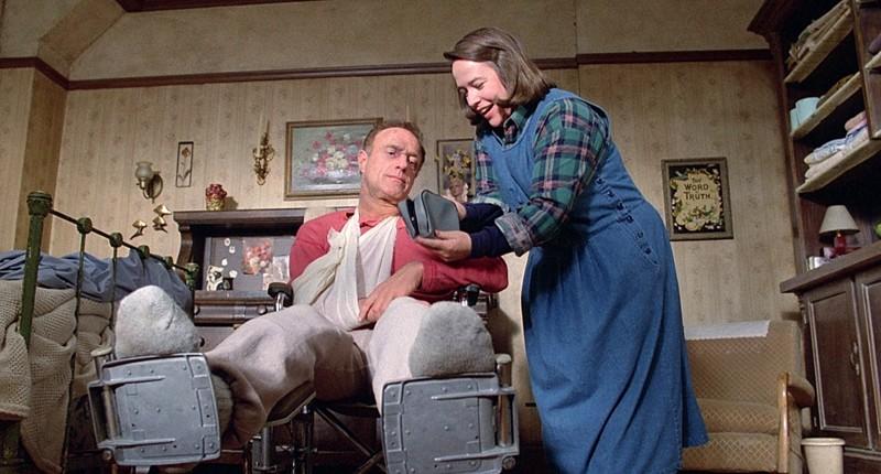 Kathy Bates voitti Oscarin Stephen Kingin jännäriin perustuvasta elokuvasta Piina. Piinattua kirjailijaa esittää James Caan.