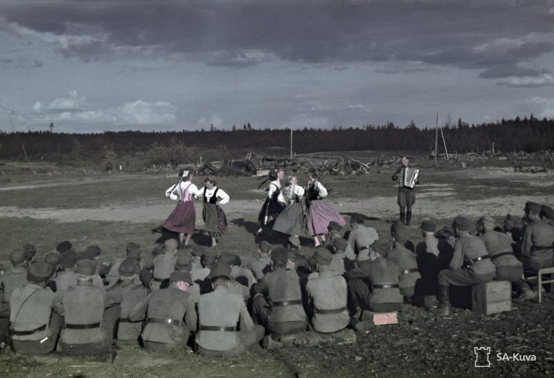 Sortavalan seminaarin viihdytyskiertue Syvärin voimalaitoksen lohkolla toukokuussa 1943.