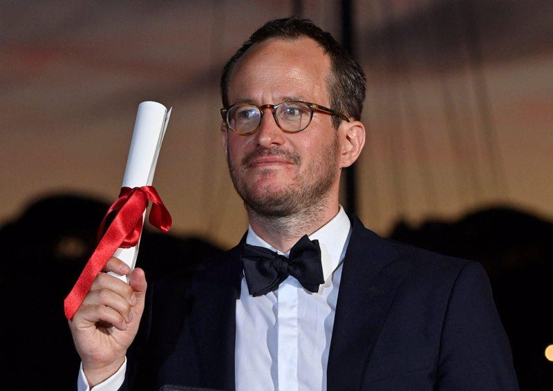 Juho Kuosmanen oli lauantai-iltana Cannesissa yksi valokuvajien pääkohteista.