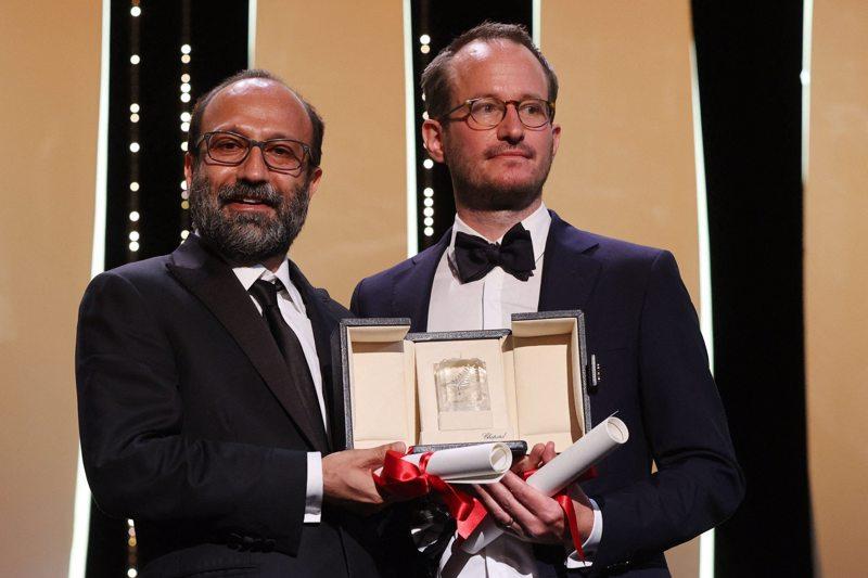 Juho Kuosmasen ohjaama Hytti nro 6 palkittiin Cannesissa lauantaina Grand Prix -palkinnolla