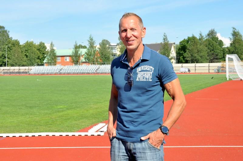 Pietarsaaren urheilukenttä on kuin toinen koti Mikael Södermanille.