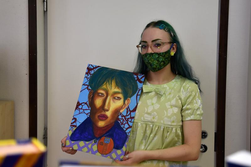 Blooming Heart. Taidenäyttely on Iiris Ala-Korvelle taideharrastuksensa parissa jo toinen.